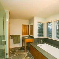 Traditional Bathroom by HAYNES & GARTHWAITE ARCHITECTS