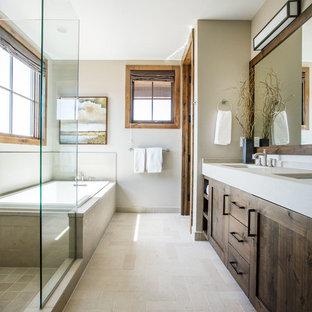 Modelo de cuarto de baño principal, rural, con baldosas y/o azulejos beige