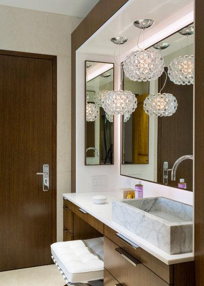 Moderno Cuarto de baño by Touzet Studio