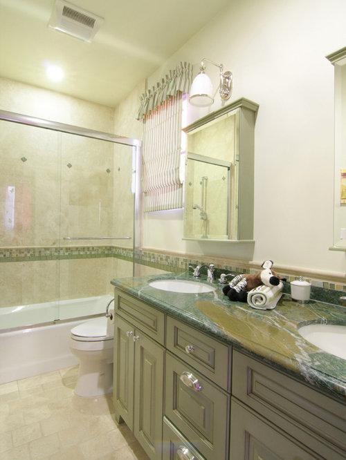 badezimmer mit gr nen schr nken und duschbadewanne design ideen beispiele f r die badgestaltung. Black Bedroom Furniture Sets. Home Design Ideas