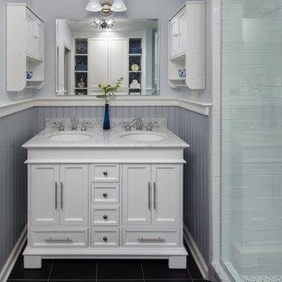 Foto di una piccola stanza da bagno padronale classica con consolle stile comò, ante bianche, piastrelle grigie, pareti grigie, pavimento in gres porcellanato, top in marmo, pavimento nero e top bianco