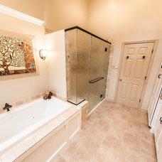 Traditional Bathroom by PRO-Builders