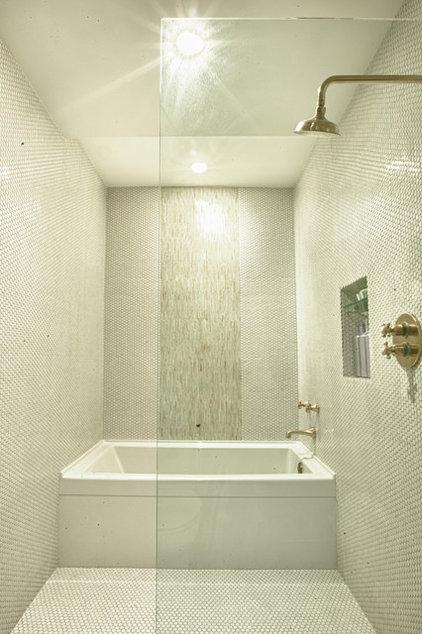Modern Bathroom by Design Platform