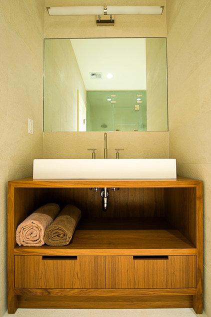Modern Bathroom by Perello Building Corporation