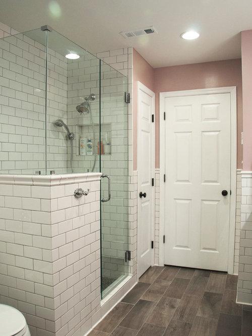 Salle de bain avec des portes de placard en bois sombre et for 7x8 bathroom designs