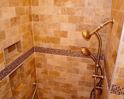 Salles de bains et wc de couleur bois avec une douche en for Salle de bain avec wc separe