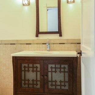 Foto de cuarto de baño de estilo zen, de tamaño medio, con lavabo bajoencimera, armarios tipo mueble, puertas de armario de madera clara, encimera de granito, bañera encastrada, combinación de ducha y bañera, sanitario de dos piezas, baldosas y/o azulejos marrones, baldosas y/o azulejos de porcelana, paredes blancas y suelo de baldosas de porcelana