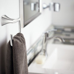 Moen Voss Chrome towel ring - Crisp edges and uncomplicated style features give the Voss collection an ageless, yet fashion–forward, presence. Each silhouette brings a confident transitional style to the bath. Its close proximity to the sink and faucet makes it an important visual element in the bath.
