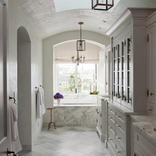 Imagen de cuarto de baño principal, mediterráneo, con bañera encastrada