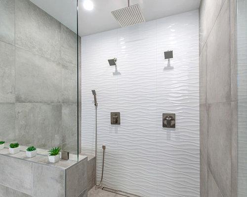Stanza da bagno con pavimento con cementine e piastrelle in
