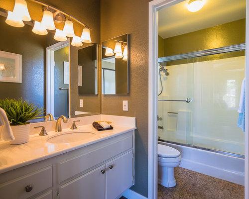 Salle de bain clectique avec un sol en li ge photos et id es d co de salle - Taille moyenne salle de bain ...