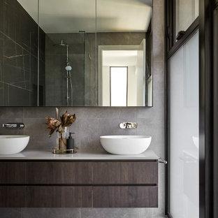 Inspiration for a modern bathroom in Melbourne.