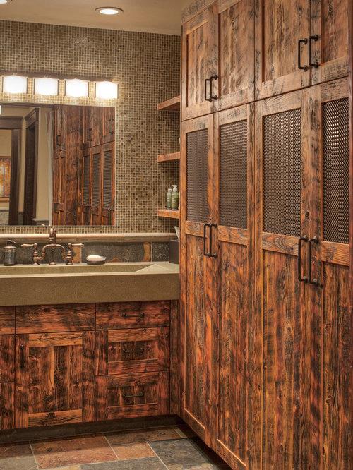 salle de bain avec des portes de placard en bois vieilli et un carrelage multicolore photos et. Black Bedroom Furniture Sets. Home Design Ideas