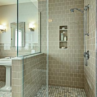 Immagine di una stanza da bagno chic