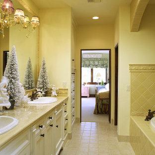 Idéer för att renovera ett medelhavsstil badrum