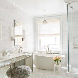 Idéer för vintage vitt en-suite badrum, med ett fristående badkar, en hörndusch, vit kakel, vita väggar, ett undermonterad handfat och vitt golv