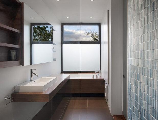 Modern Bathroom by Natalie Dionne Architecture