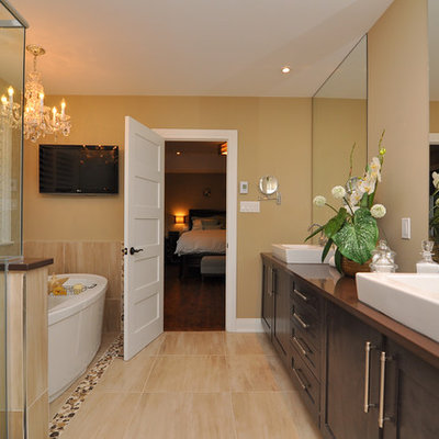 Inspiration for a timeless bathroom remodel in Ottawa with a vessel sink