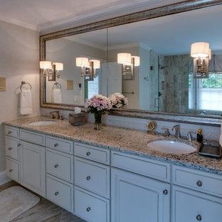 Inspiration för ett stort vintage en-suite badrum, med luckor med upphöjd panel, vita skåp, ett platsbyggt badkar, en dusch i en alkov, kakelplattor, beige väggar, kalkstensgolv, ett undermonterad handfat, granitbänkskiva, beiget golv och dusch med gångjärnsdörr