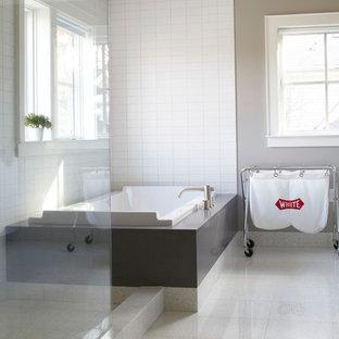 Imagen de cuarto de baño principal, minimalista, grande, con bañera encastrada, ducha esquinera y paredes beige