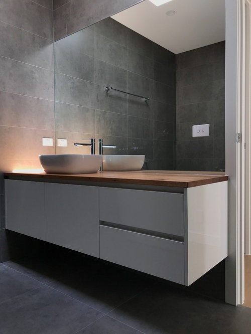 Salle de bain pour enfant avec un espace douche bain photos et id es d co d - Taille moyenne salle de bain ...