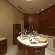 Contemporary Bathroom by Aurelio Vazquez
