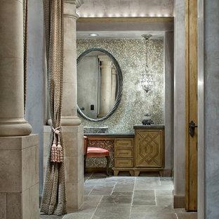Foto di un'ampia stanza da bagno padronale mediterranea con pareti multicolore, ante con riquadro incassato, ante in legno chiaro, vasca freestanding, piastrelle multicolore, piastrelle a mosaico, top in granito, top verde, pavimento in marmo e pavimento marrone