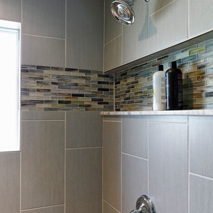 Small midcentury 3/4 bathroom in Baltimore with shaker cabinets, black cabinets, an alcove shower, a one-piece toilet, beige tile, gray tile, matchstick tile, blue walls, porcelain floors, an undermount sink and marble benchtops.