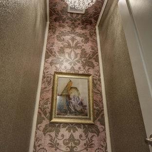 Exempel på ett litet klassiskt beige beige en-suite badrum, med luckor med upphöjd panel, beige skåp, beige kakel, porslinskakel, beige väggar, klinkergolv i porslin, ett undermonterad handfat, bänkskiva i kvartsit och beiget golv