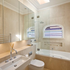 Transitional Bathroom by Annabelle Chapman Architect Pty Ltd