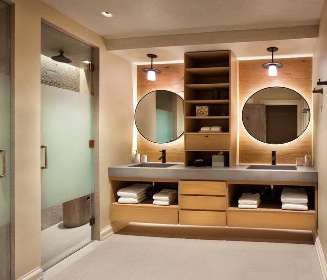 Rustic Bathroom by LKID