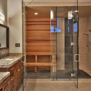 Ispirazione per un'ampia sauna design con ante con bugna sagomata, ante in legno bruno, doccia alcova, piastrelle beige, piastrelle in gres porcellanato, pareti grigie, pavimento in gres porcellanato, lavabo sottopiano, top in granito, pavimento beige e porta doccia a battente