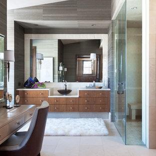 Ejemplo de cuarto de baño principal, rústico, extra grande, con lavabo sobreencimera, armarios con paneles lisos, puertas de armario de madera oscura, encimera de piedra caliza, baldosas y/o azulejos blancos y baldosas y/o azulejos de porcelana