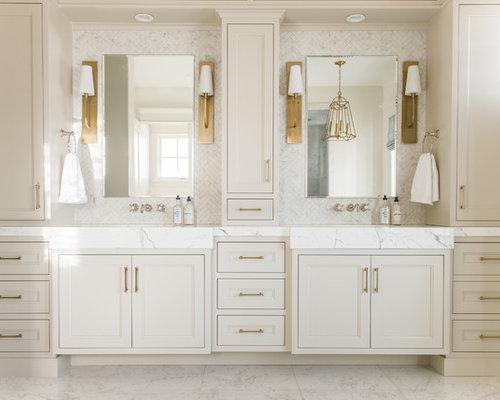 Bagno Beige E Bianco : Stanza da bagno con ante beige e piastrelle di marmo foto idee