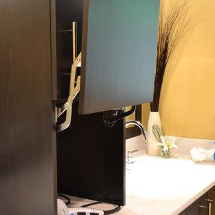 Modelo de cuarto de baño principal, minimalista, de tamaño medio, sin sin inodoro, con armarios con paneles lisos, puertas de armario negras, baldosas y/o azulejos blancos, baldosas y/o azulejos de mármol, paredes amarillas, lavabo bajoencimera, encimera de mármol y ducha con puerta con bisagras