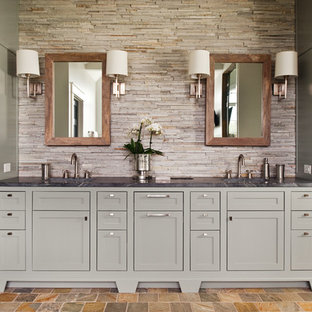 Inspiration pour une grand salle de bain principale traditionnelle avec un lavabo encastré, un placard à porte shaker, un plan de toilette en stéatite, un sol en ardoise et des portes de placard grises.