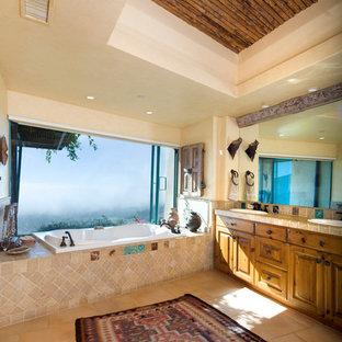 Imagen de cuarto de baño principal, de estilo americano, grande, con armarios estilo shaker, puertas de armario de madera oscura, encimera de azulejos, ducha abierta, baldosas y/o azulejos beige, baldosas y/o azulejos de cerámica, lavabo encastrado, bañera encastrada, paredes beige y suelo de baldosas de cerámica