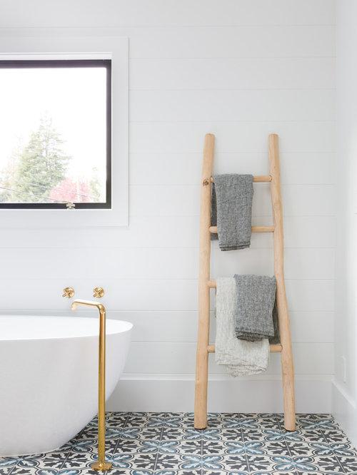 Foto e Idee per Bagni - bagno in campagna con pavimento con cementine