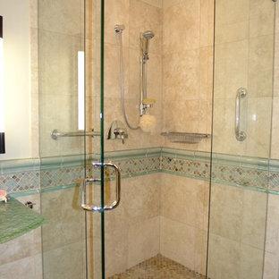 Esempio di una stanza da bagno padronale stile marino di medie dimensioni con nessun'anta, ante blu, vasca ad angolo, doccia ad angolo, WC monopezzo, piastrelle beige, piastrelle blu, piastrelle marroni, piastrelle grigie, piastrelle multicolore, piastrelle bianche, piastrelle a mosaico, pareti beige, pavimento in gres porcellanato, lavabo a colonna e top in vetro