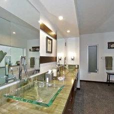 Modern Bathroom by Elizabeth Carmichael - ECOhouse