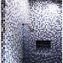 Wolf bathroom