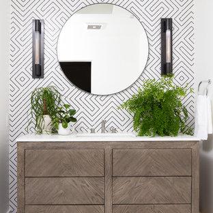 Esempio di una stanza da bagno contemporanea con ante lisce, ante in legno bruno, piastrelle multicolore, pareti multicolore, lavabo sottopiano, pavimento multicolore e top bianco