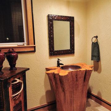 Multnomah at The Falls - Guest Bathroom