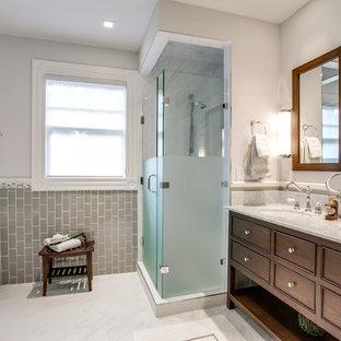Ispirazione per una stanza da bagno vittoriana con lavabo sottopiano, ante con riquadro incassato, ante in legno bruno, vasca freestanding, doccia alcova, piastrelle grigie e piastrelle diamantate