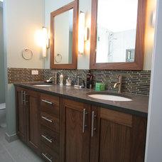 Traditional Bathroom by Habitar Design