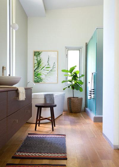 Contemporary Bathroom by Jessica Cain