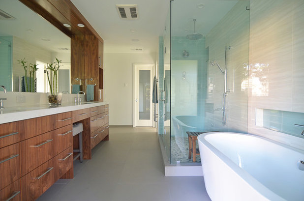 Spectacular Midcentury Bathroom by Sarah Greenman
