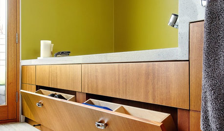Экраны: Как рационально использовать пространство под ванной