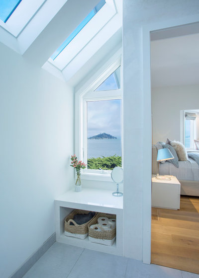 Beach Style Bathroom by Margot Hartford Photography