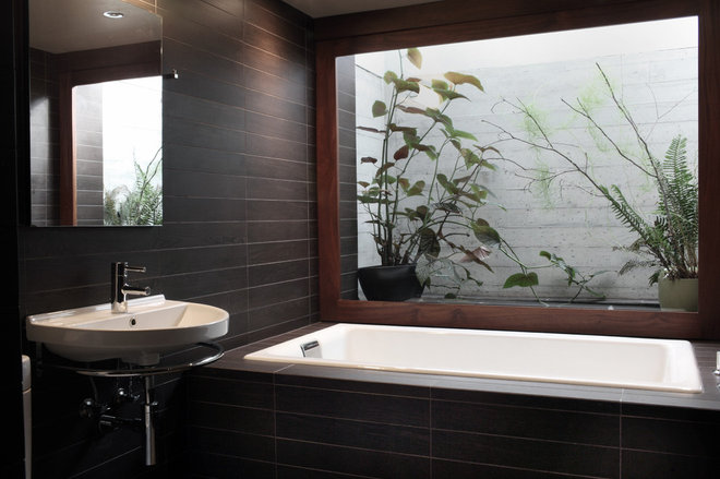 Midcentury Bathroom by Teness Herman